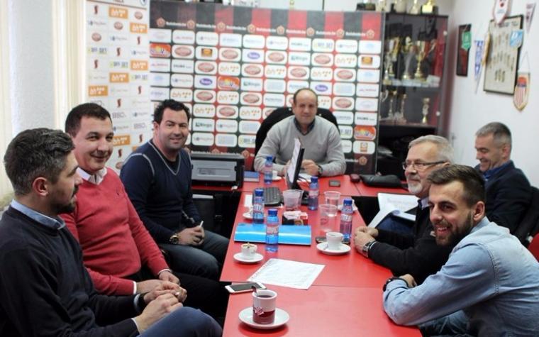 Tri fudbalera Slobode s novom upravom dogovorila nastavak saradnje