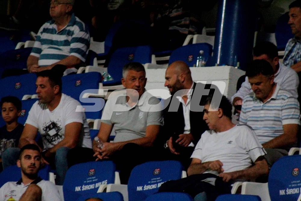 42059388_316114342528684_2893539786805477376_n.jpg - Musemić i Hadžić se nisu vratili sa igračima u Sarajevo