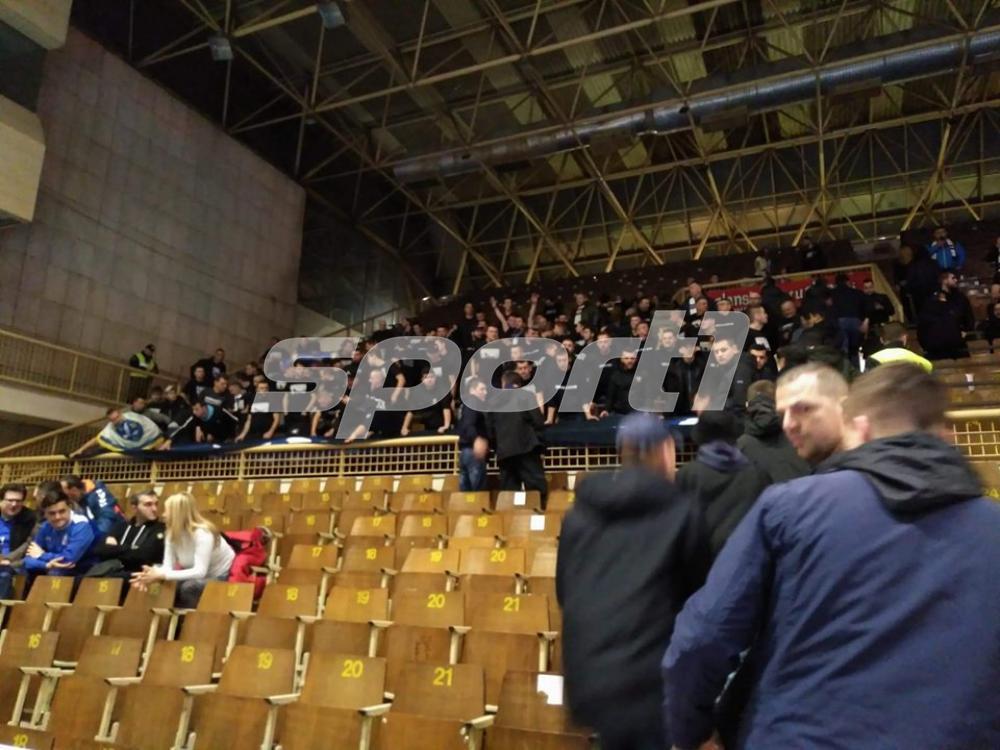 1.jpg - (FOTO) Mejdan se polako puni: Rukometaši će imati veliku podršku večeras