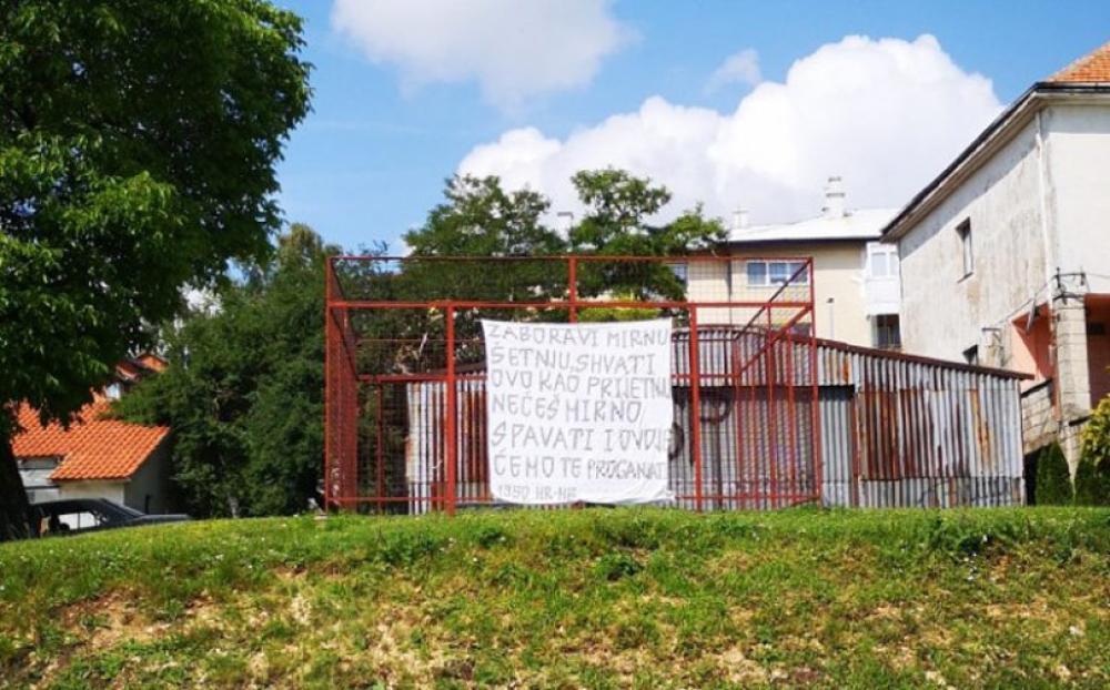 transparent-tomislavgrad-prijetnja-mamicu-1.jpg - (FOTO) Mamiću osvanula prijetnja preko puta omiljenoga kafića u Tomislavgradu?