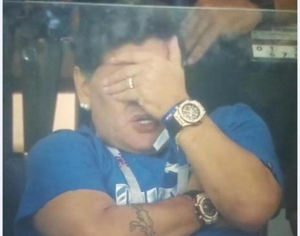 maradona.jpg - (FOTO) Nije mu lako: Znate li kako Maradona posmatra utakmicu između Argentine i Hrvatske?