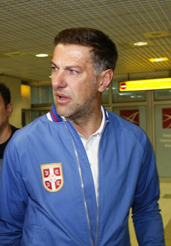 Krstajic.JPG - (FOTO) Selektor Srbije u suzama na beogradskom aerodromu