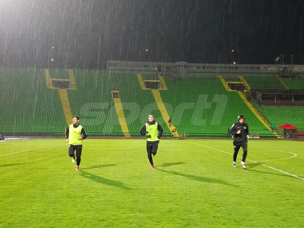 56913418_690342761382156_8719906770597707776_n.jpg - (FOTO) Fanstatičan potez fudbalera Sarajeva: Prvotimci trenirali akon ubjedljive pobjede nad Slogom
