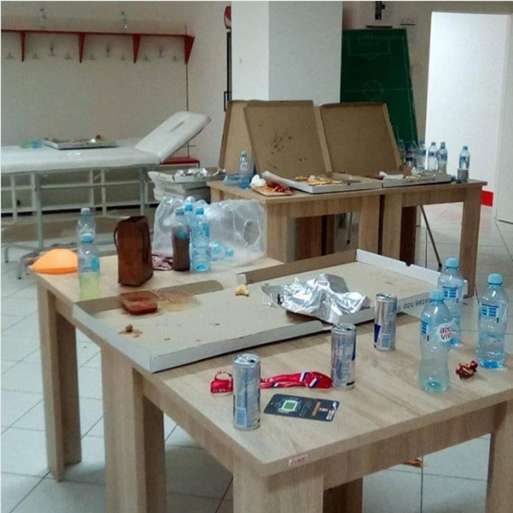 teh.png - Fotografija koja je šokirala srbijansku javnost: Mladi reprezentativci Srbije svlačionicu ostavili u katastrofalnom stanju